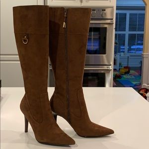 Like new Ralph Lauren Gabrielle suede boot